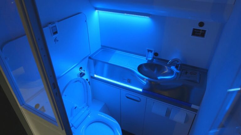 Boeings-UV-Sanitizing-Airplane-Bathroom